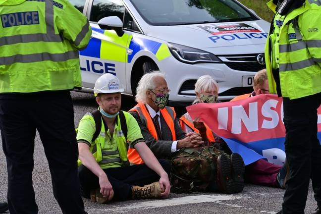 Insulate Britain Climate Activists protesters block A41 M25 roundabout (Alamy)